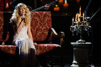 Taylor Swift - 2008 American Music Awards (38)