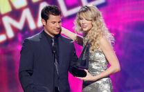 Taylor Swift - 2008 American Music Awards (46)