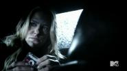 4x06 Kate in car