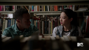 5x06 Mason and Kira in library