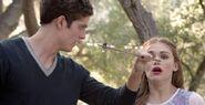 3x13 Isaac saves Lydia