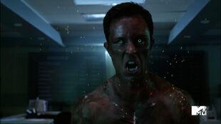 Ryan-Kelley-Parrish-hellhound-growling-Teen-Wolf-Season-6-Episode-10-Riders-on-the-Storm