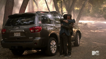 Teen Wolf Season 3 Episode 19 Letharia Vulpina Sheriff and Stiles hug it out