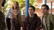 Shelley-Hennig-Dylan-O'Brien-Tyler-Posey-Holland-Roden-Malia-Stiles-Scott-Lydia-school-photo-Teen-Wolf-Season-6-Episode-1-Memory-Lost