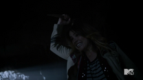Teen Wolf Season 4 Episode 12 Smoke & Mirrors Malia in for the killing blow