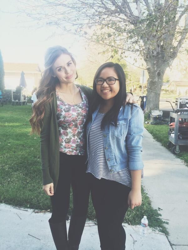 Teen Wolf Season 5 Behind the Scenes Holland Roden with fan location unknown 022415.jpg