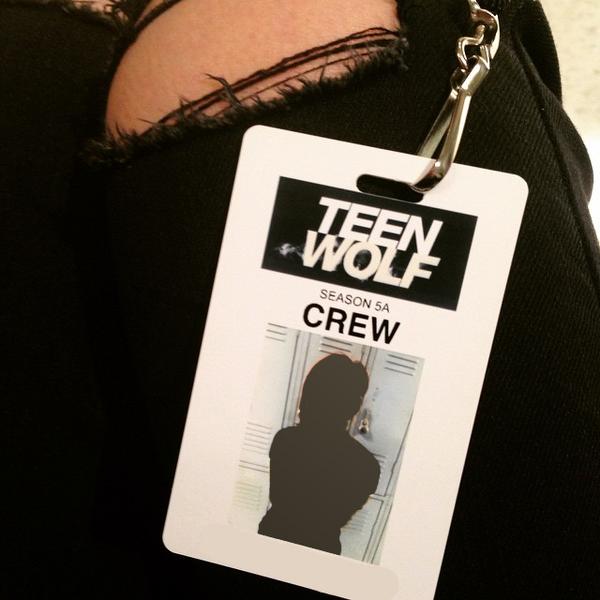 Teen Wolf Season 5 Behind the Scenes New Security Badges 021115.png