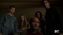 Teen Wolf Season 3 Episode 22 De Void Deaton examines Stiles