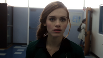 Holland-Roden-Lydia-in-hallway-Teen-Wolf-Season-6-Episode-1-Memory-Lost