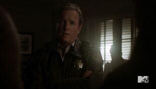 Teen Wolf Season 5 Episode 8 Ouroboros Sheriff stilinski in the station