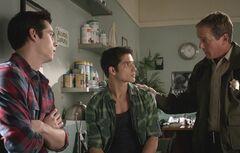 3 Stiles, Scott et Sheriff Stilinski3.07.jpg