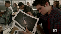 Teen Wolf Season 4 Episode 5 IED Stiles murder photos in class