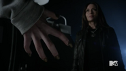 Teen Wolf Season 5 Episode 17 A Credible Threat Malia's claws