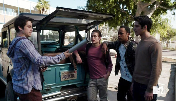 Dylan-O'Brien-Dylan-Sprayberry-Khylin-Rhambo-Tyler-Posey-Teen-Wolf-Season-6-Episode-Riders-on-the-Storm-Wikia.jpg