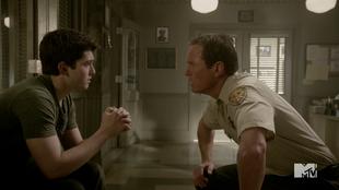 Teen Wolf Season 4 Episode 2 117 Sheriff examines Derek