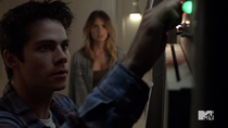 Teen Wolf Season 4 Episode 10 Monstrous Stiles turns off the computer