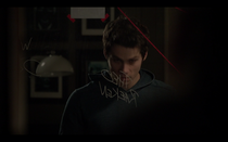 Teen Wolf Season05 Episode02 Parasomnia Stiles in front of his detective board