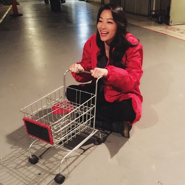 Teen Wolf Season 5 Behind the Scenes Arden Cho with tiny shopping cart 040115.jpg