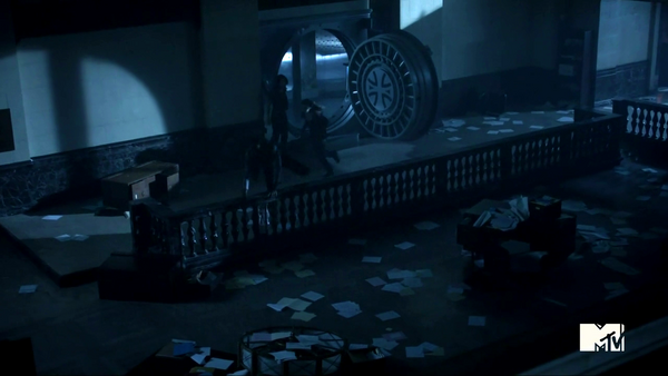 Teen Wolf Season 3 Episode 2 Boyd and Cora Escape the Bank.png