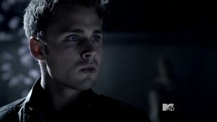 Teen Wolf Season 3 Episode 17 Silverfinger Max Lloyd-Jones Young Chris Argent