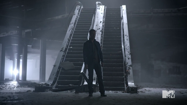 Teen Wolf Season 3 Episod 6 Motel California JR Bourne Chris Argent investigates mall battle .png