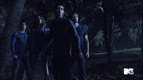 Cody-Christian-Shelley-Hennig-Tyler-Posey-Ian-Bohen-Theo-Malia-Scott-Peter-Teen-Wolf-Season-6-Episode-10-Riders-on-the-Storm