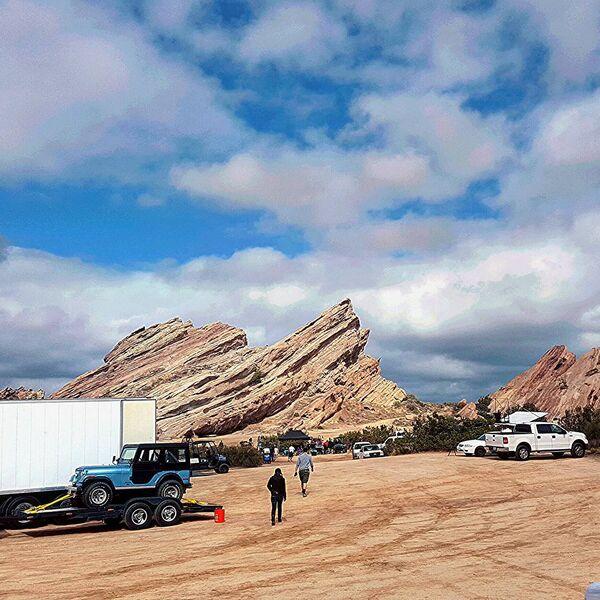 Teen Wolf Season 5 Behind the Scenes Stiles Jeep at Vasquez Rocks 091615.jpg