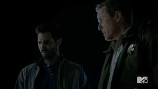 Teen Wolf Season 4 Episode 4 The Benefactor Derek and Sheriff on the roof