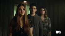 Holland-Roden-Tyler-Posey-Shelley-Hennig-Lydia-Scott-Malia-Teen-Wolf-Season-6-Episode-10-Riders-on-the-Storm