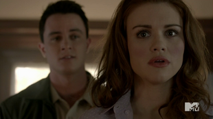 Teen Wolf Season 4 Episode 3 Muted Lydia and Parrish in murder house