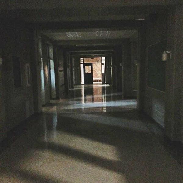 Teen Wolf Season 5 Behind the Scenes dark hallway 020915.png