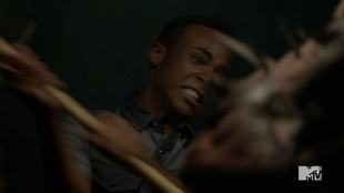 Teen Wolf Season 4 Episode 12 Smoke & Mirrors Mason attacks Berserker