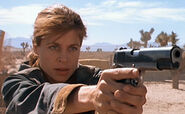 Sarah T2 gun