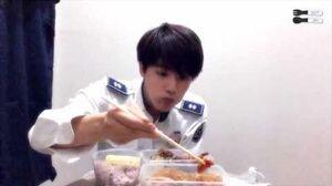 150720 밥 먹는 김석진