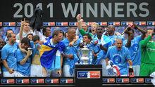 Team winning fa cup 2011.jpg