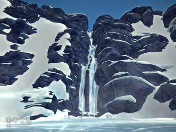 Водопад в конце ущелья