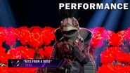 """Turtle sings """"Kiss From A Rose"""" by Seal THE MASKED SINGER SEASON 3"""