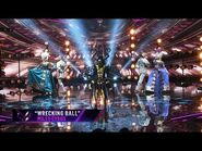 """Bee sings """"Wrecking Ball"""" by Miley Cryus - THE MASKED SINGER - SEASON 1"""