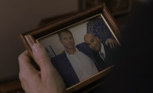 S01E09-Stan Chris posed pic.jpg