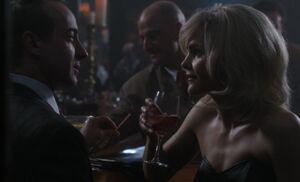 S01E01-Liz at bar.jpg