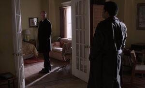 S04E06-Stan Dennis at Marthas.jpg