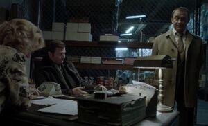 S05E04-Oleg Ruslan store.jpg