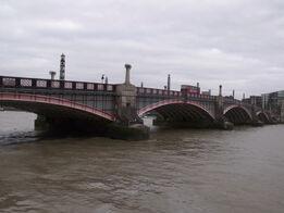 Lambeth bridge.jpg