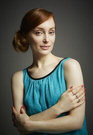 Comic-Con-Portraits-of-Lotte-Verbeek-outlander-2014-tv-series-37793366-3724-5416
