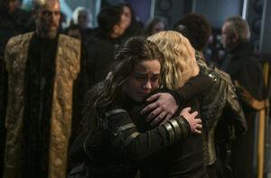 6x13 Clarke&Madi Hug