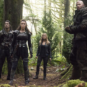 The-100-season-2-episode-10-Lexa-Clarke-Grounders.jpg