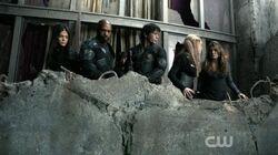 The 100 S03E16 - watching Alie's followers climb the tower.jpg