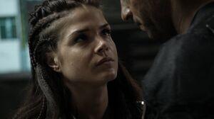 The100 S3 Watch The Thrones Octavia