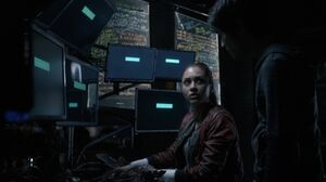 The 100 S3 episode 15 - Raven & Monty in Arkadia's tech room