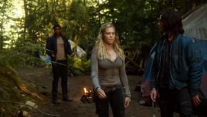 Earth Kills 031 (Clarke, Finn, and Wells)